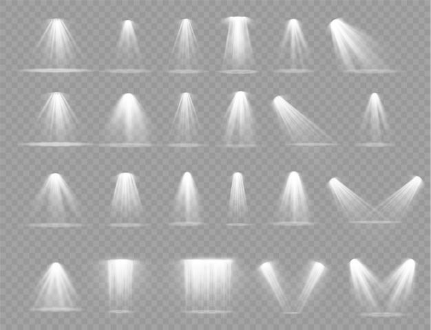 Яркое белое освещение с точечными светильниками, световыми эффектами проектора, сценой, прожектором,.