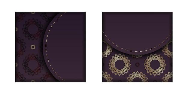 インドの金の装飾品が印刷できるようになったバーガンディ色のパンフレット。