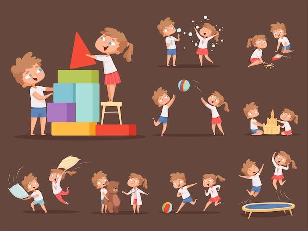 兄と妹のゲーム。一緒に遊んでいる子供たちは、家族の遊び心のあるキャラクターの男の子と女の子の枕の戦いの漫画を実行してジャンプします。女の子と男の子はゲーム漫画イラストを再生します