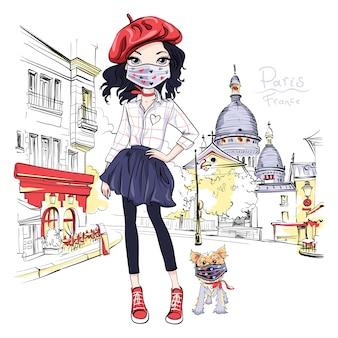 犬を歩く保護マスクのブルネットの女の子