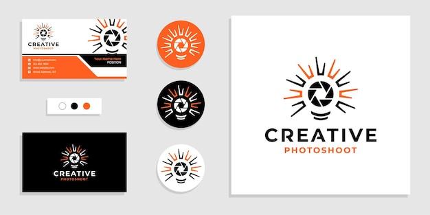 Лампа накаливания с объективом фотоаппарата. креативный логотип фотосессии и шаблон дизайна визитной карточки