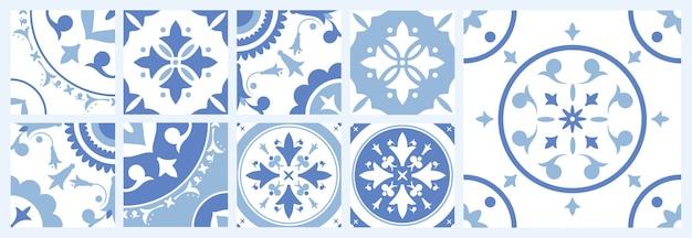 さまざまな伝統的な東洋の模様が入ったセラミックの正方形タイルの束
