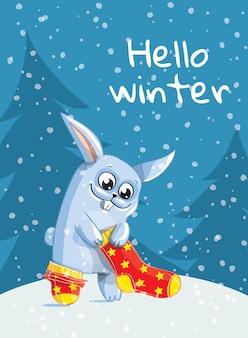 Зайка, кролик, заяц надевают красные теплые шерстяные носки. привет, зима