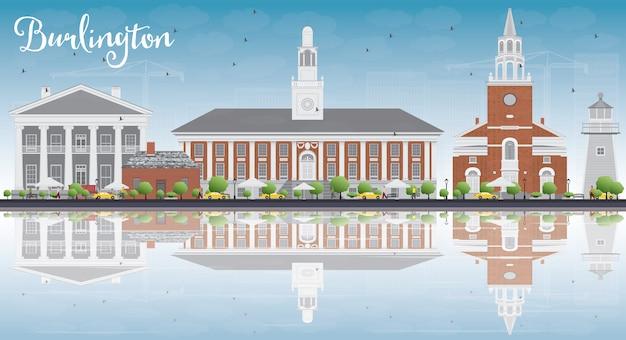 色の建物と反射のあるバーリントン(バーモント)の街並み。