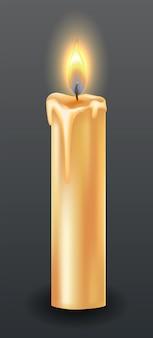 떨어지는 왁스나 흐르는 양초로 촛불을 태웁니다. 황금 불꽃과 노란색 촛불입니다. 불을 붙이고 녹인 왁스. 어두운 배경에 아름 다운 빛나는 촛불의 그림입니다.