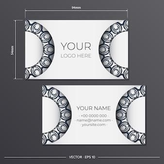블랙 빈티지 패턴의 화이트 명함 디자인. 그리스 장식이 있는 세련된 명함입니다.