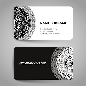 Biglietto da visita con elementi ornamentali in bianco e nero