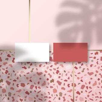 열대 monstera 야자수 잎 그림자 오버레이가있는 terrazzo 타일 바닥 패턴 표면의 명함