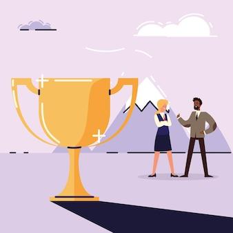 Деловой мужчина и женщина с трофеем