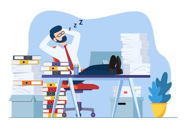 사업가는 근무 시간 동안 직장 책상에서 자고 있다
