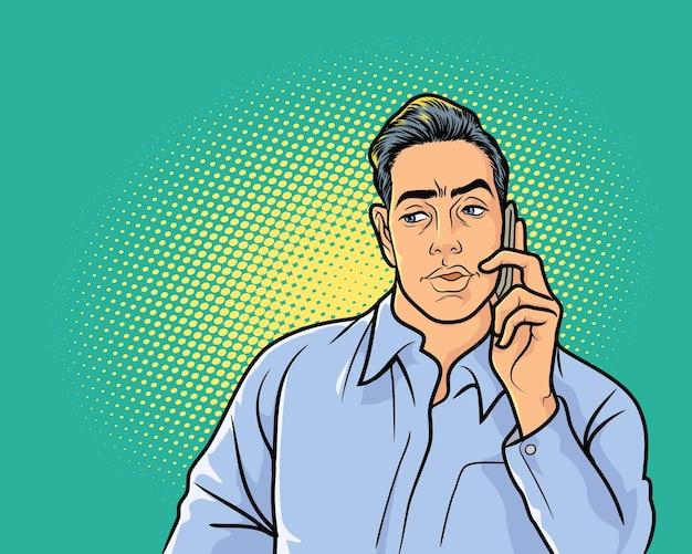 전화로 직장 대화를 듣고 무언가를 두려워하는 비지니스 맨