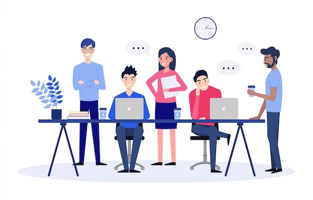 ビジネスネットワーキングとチームワークで、オフィスのラップトップでチャットや共同作業を行っている一部の人々をブレーンストーミングします。