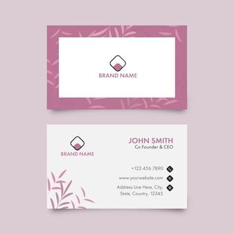 Визитная карточка или визитная карточка розового и белого цвета.
