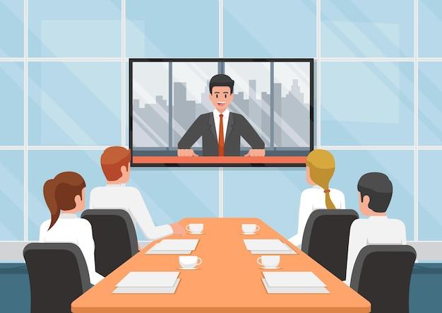 화상 회의에서 비즈니스 사람들이 회의실에서 팀과 통화합니다. 원격 회의 개념