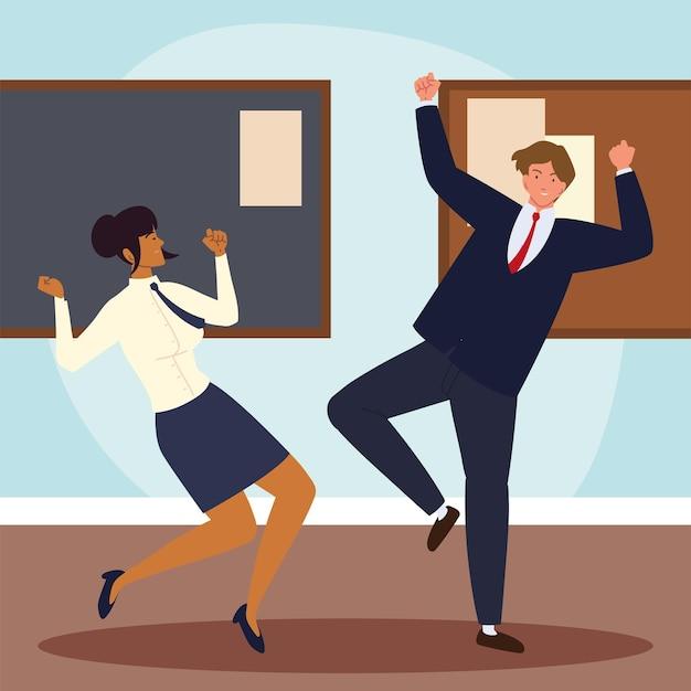 Деловые люди, выражающие позитив в офисе