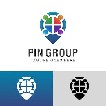 Дизайн логотипа группы деловых людей с пин-картой
