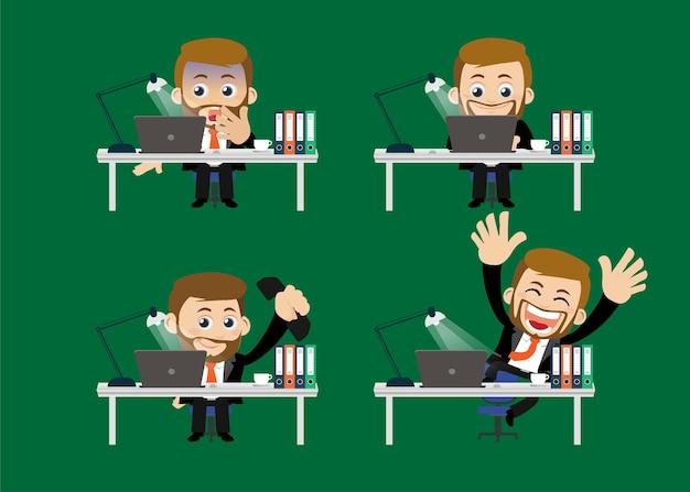 그의 테이블 앞에 앉아 비즈니스 사람들