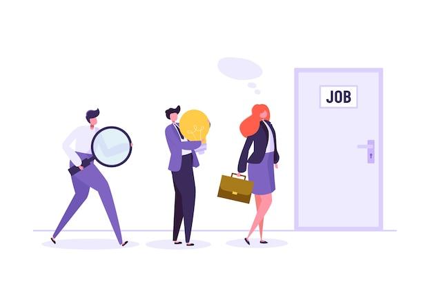 문 앞에서 면접을 기다리는 사업 사람들. 사업가 및 새로운 직업을 찾아 사업가.
