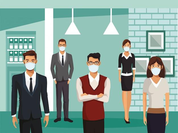 Деловые люди работают и в медицинских масках