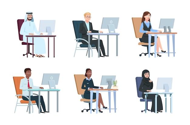 Деловые люди, работающие за компьютером. изолированные работы агентства лиц, менеджеров мультипликационных персонажей. современный офисный мужчина женщина, молодой профессионал на столе векторные иллюстрации. компьютерная работа в офисе