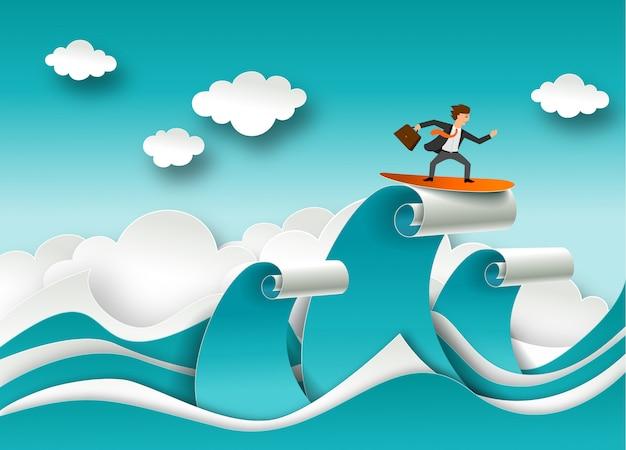 紙のアートスタイルでビジネスの成功の概念。波の上にサーフィンの実業家。海の波と雲のペーパーカット