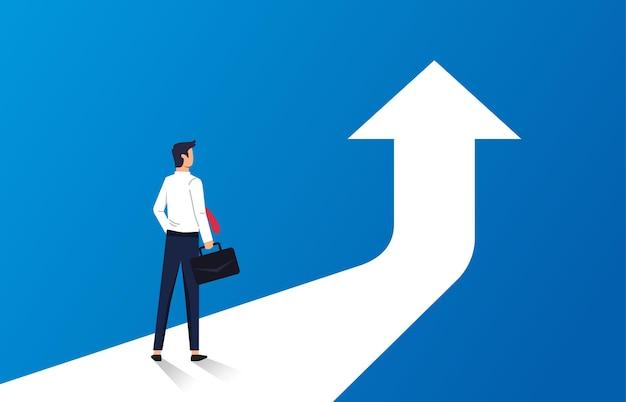次のレベルの概念へのビジネスの成功。矢印記号イラストの前に立っているビジネスマン。
