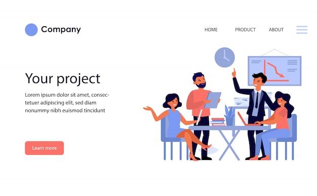 Бизнес-группа обсуждает проект. шаблон веб-сайта или целевая страница