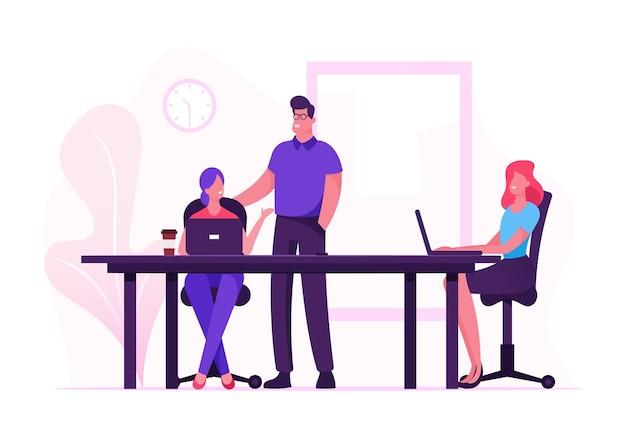 노트북과 사무실 책상에 앉아 창조적 인 여자의 비즈니스 팀 그룹. 만화 평면 그림