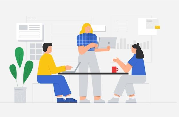 비즈니스 팀 또는 사무실 직원이 새로운 시작 프로젝트 또는 프레젠테이션에 대해 동료와 이야기합니다.