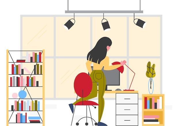 彼女の職場でのビジネスの女性。椅子に座っている女性