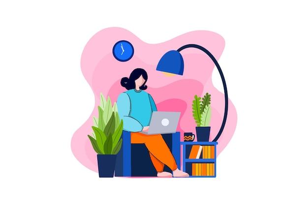 Деловая женщина удаленно работает из дома на диване
