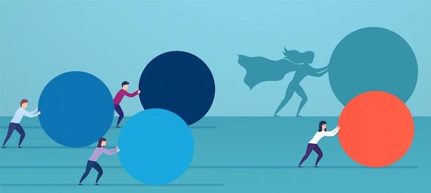 ビジネスの女性のスーパーヒーローは、競合他社を追い越して、赤い球をプッシュします。