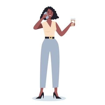 携帯電話を持つビジネスウーマン。スマートフォンを保持しているスーツの女性キャラクター。