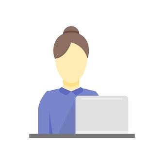 Деловая женщина работает. деловая женщина на работе сидит на своем столе и работает на своем ноутбуке.