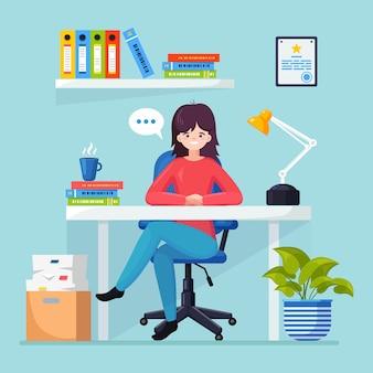 데스크에서 일하는 비즈니스 우먼. 컴퓨터, 노트북, 문서, 테이블 램프, 커피와 함께 사무실 인테리어. 관리자는 의자에 앉아. 노동자, 직원을위한 직장.