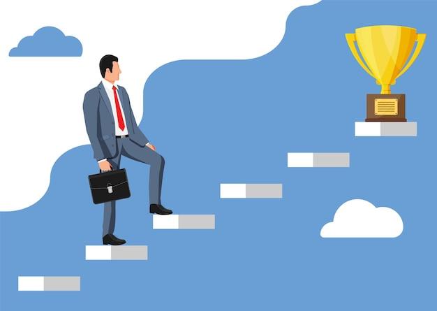 Бизнесмен и золотой трофей на лестнице успеха