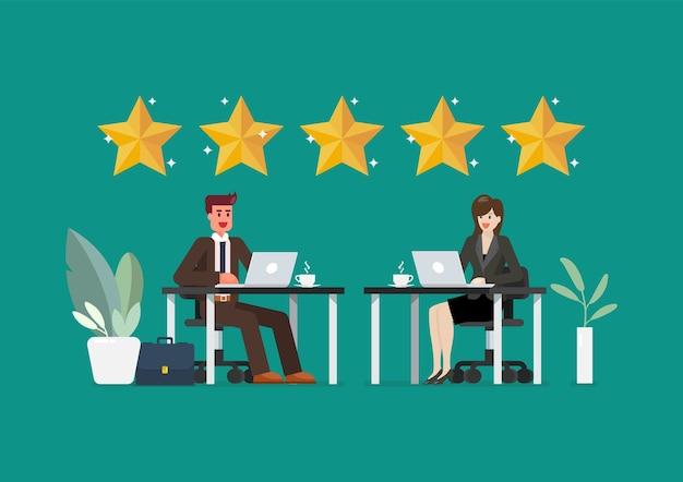 ビジネスマンと女性はレビューの評価とフィードバックを提供しています。現代のオフィスで働くビジネスマンと女性。