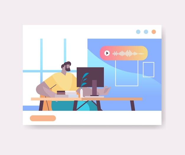 Бизнесмен на рабочем месте общение в мессенджерах с помощью голосовых сообщений приложение аудиочата социальные сети концепция онлайн-общения горизонтальный портрет векторная иллюстрация
