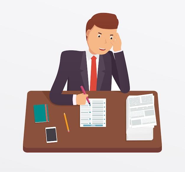 Бизнесмен занят с документами