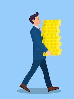 ビジネスマンは金貨のお金の大きなスタックを運びます。