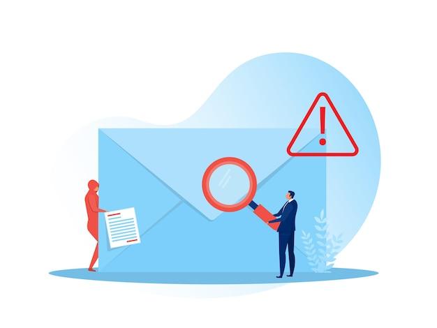 경고 및 경고 알림 봉투에서 돋보기를 들고 사업가 문자. 스팸 이메일