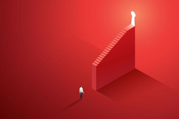 사업가는 승리하는 방법을 찾거나 큰 붉은 벽에 빛나는 열쇠 구멍으로 가는 길을 찾습니다
