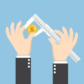Бизнесмен рука измерения долларовая монета штангенциркулем