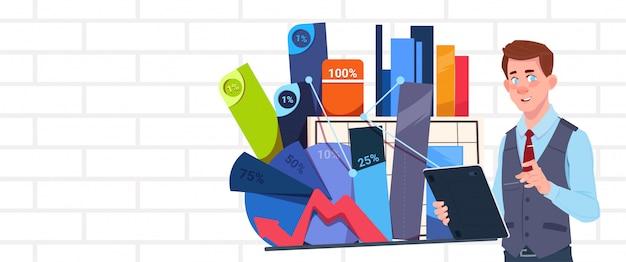 プレゼンテーションを保持している実業家抽象チャートとグラフの上に立つビジネスマンセミナーまたはレポート