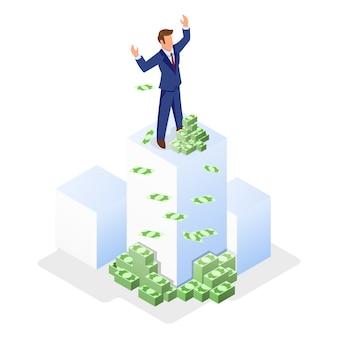 Бизнесмен в официальном костюме, стоя на белом кубе возле денег и поднимая руки.
