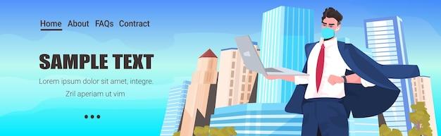 노트북 노동절 축 하 코로나 바이러스 격리 개념 도시 배경 초상화를 사용 하여 마스크에서 사업가