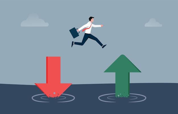 Бизнесмен прыгает от красной стрелки, указывающей вниз, к зеленой, поднимающейся вверх. сбережения и инвестиции или восстановление фондового рынка и концепция экономического восстановления