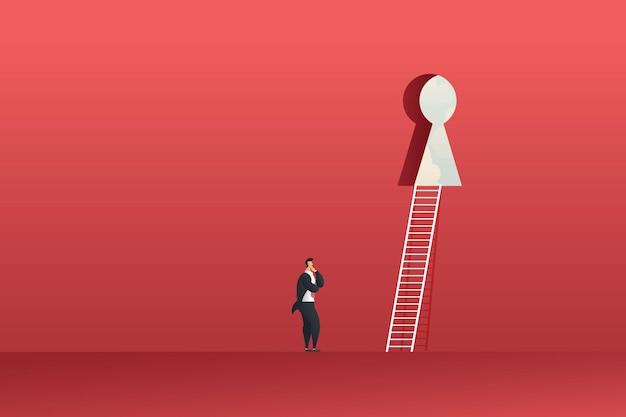 솔루션을 위한 계단이 있는 큰 빨간 벽의 열쇠 구멍을 보고 있는 사업가