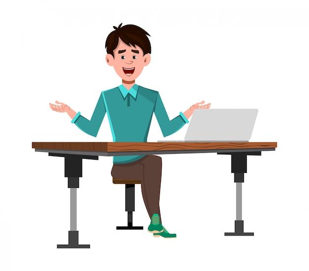 彼のコンピューターの机の上の実業家