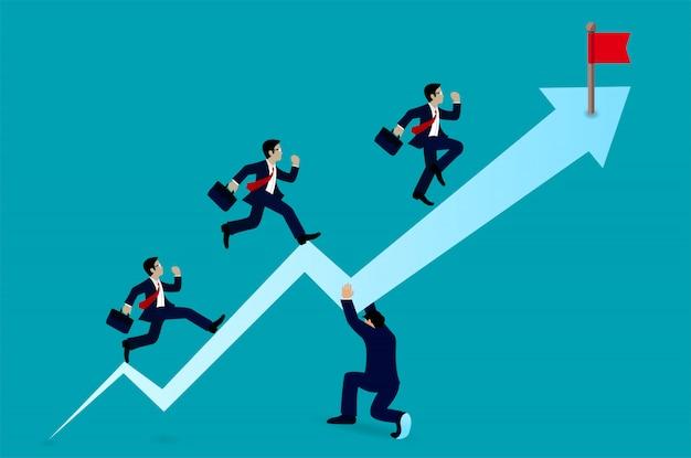 目標に向かって矢印を実行している実業家